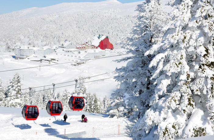 Visitors flock to Turkey's ski resorts