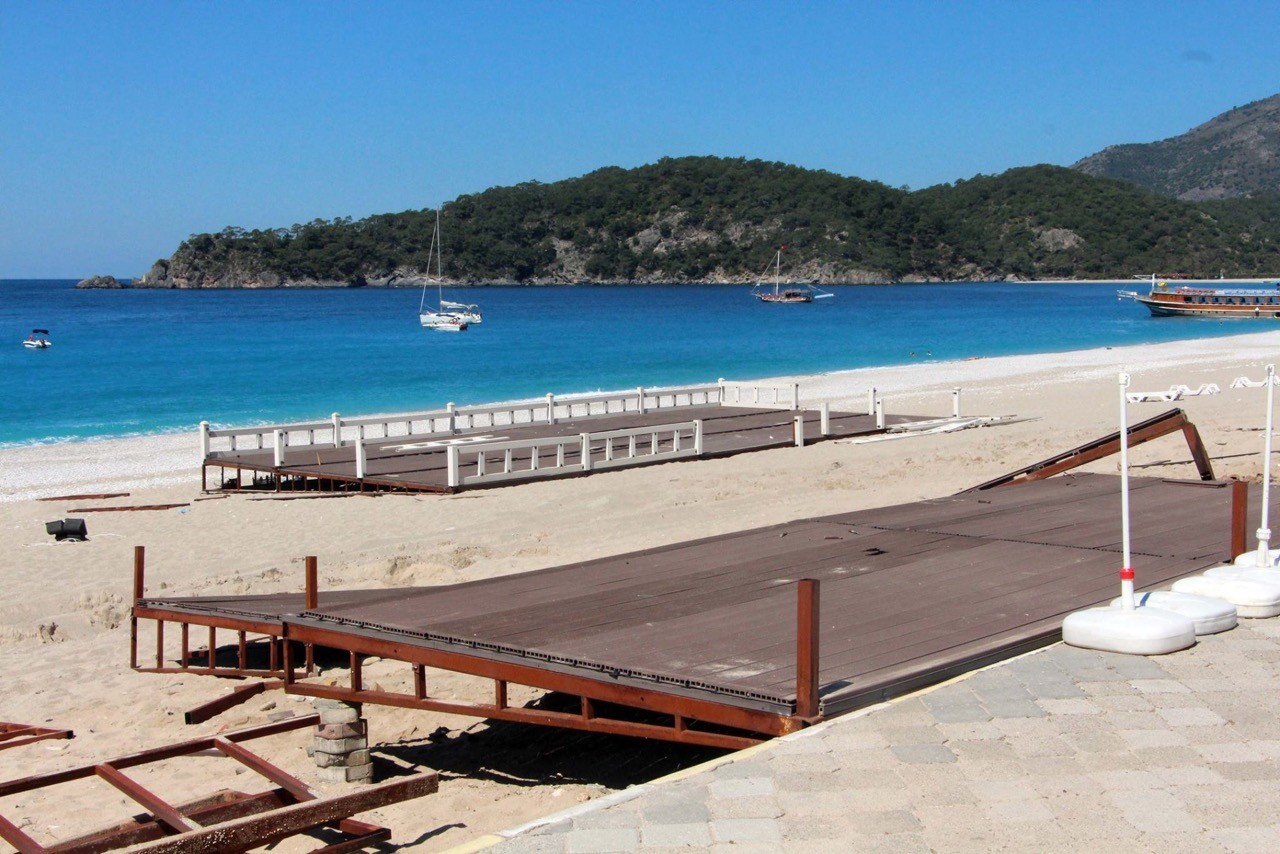 Oludeniz Beach returned to its natural beauty this week when the local council removed controversial structures