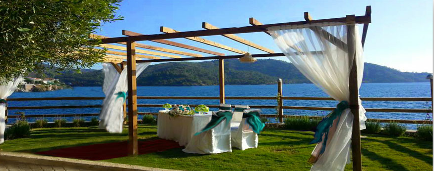 Ada Restaurant on Şovalye Island; the perfect location - Photo courtesy of Simply Stunning Weddings