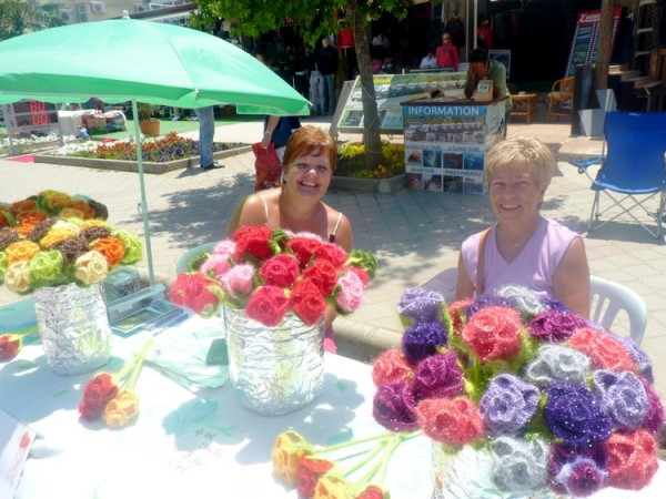 Brilliant sunshine, bumper crowds and 115 stalls made the 2014 Çalış Spring Craft Fair and Street Market last Sunday one of the best ever.