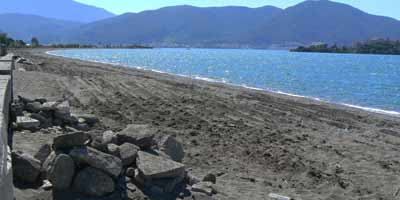 Work began last week to clean the popular beach at Calis, Fethiye of dangerous rocks and other hidden hazards