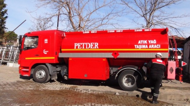 Oil recycling truck