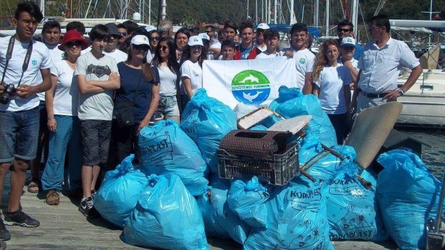 Fethiye Times news beach cleaning volunteers bag litter
