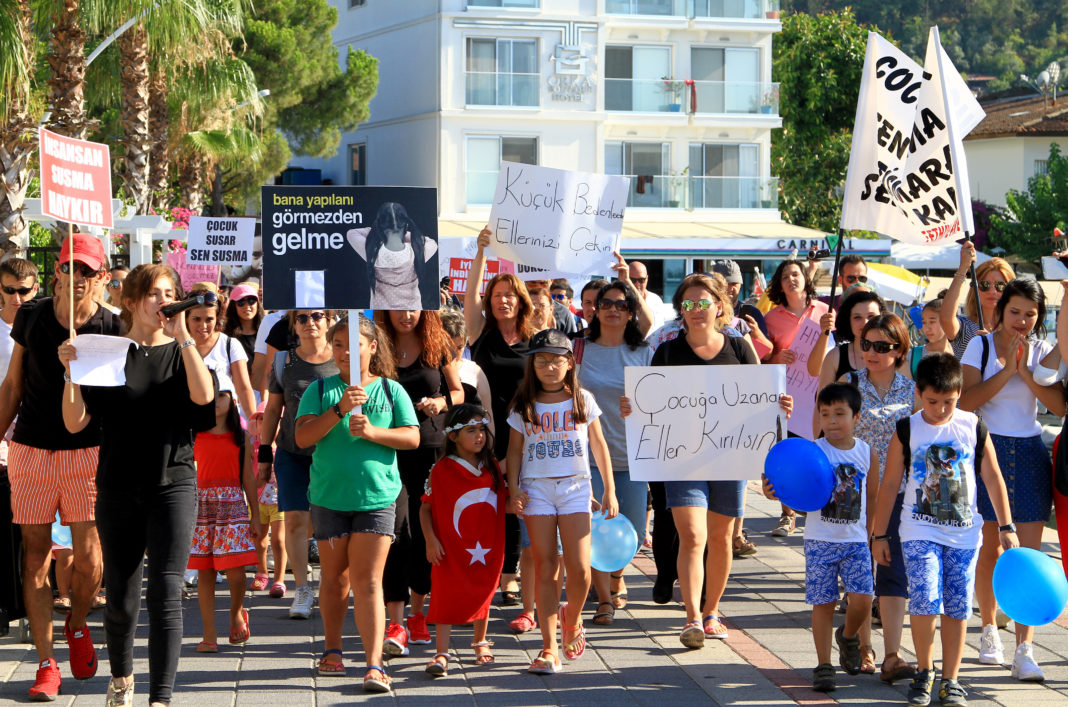 Locals protest for changes to the penalties for child abuse and murder