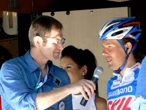 Kenny VAN HUMMEL 3rd placed in Stage 5 of the Tour of Turkey 2010 talks with Matt Rendell in Fethiye before setting off on Stage 6 to Finike