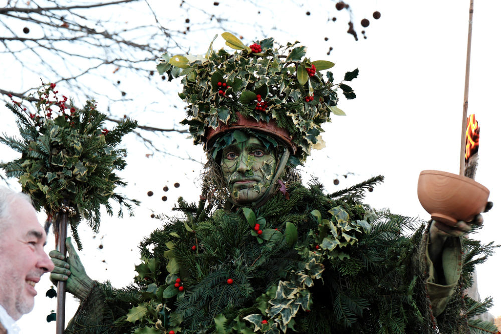 Twelfth Night Festivities - The Holly Man wassails the Thames