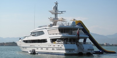 Motor yacht called 'Lazy Z'