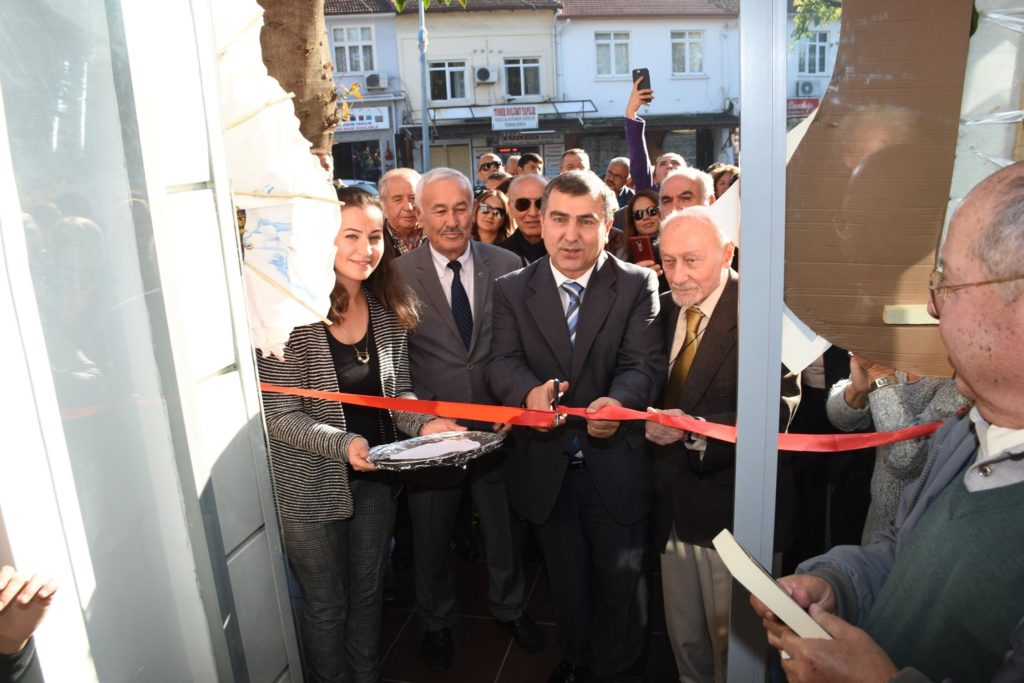 A fantastic turnout for the opening of FETAV's new activity centre