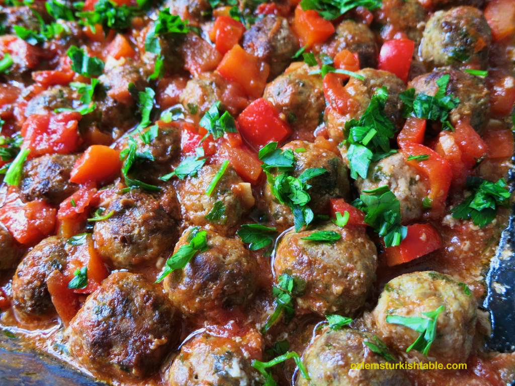 Baked mini Turkish meatballs in tomato and red pepper sauce (Mini Sebzeli Köfte)