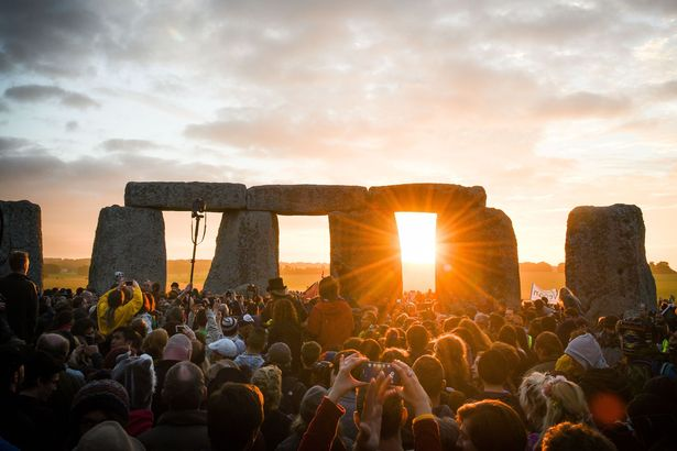 Stonehenge-Summer-Solstice-celebrations-Wiltshire-UK-21-Jun-2016 - Daily Mirror