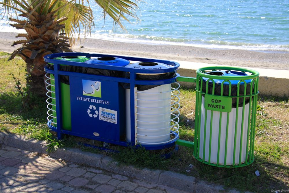 Recycling bins in Çaiış