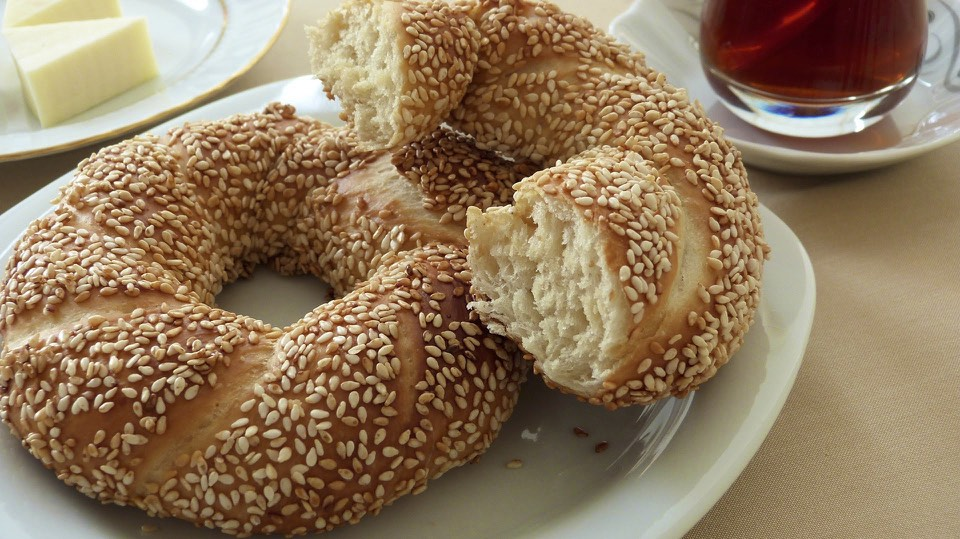 It is traditional to drink çay (tea) with simit