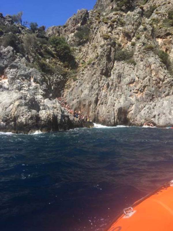 More than 70 divers swim to coast off Fethiye after boat sinks